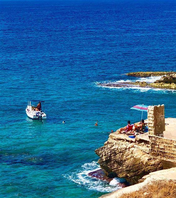في_بلادي الاحد مريح جداً هنا lebanon North Batroun mediterranean sea... (Batroûn)