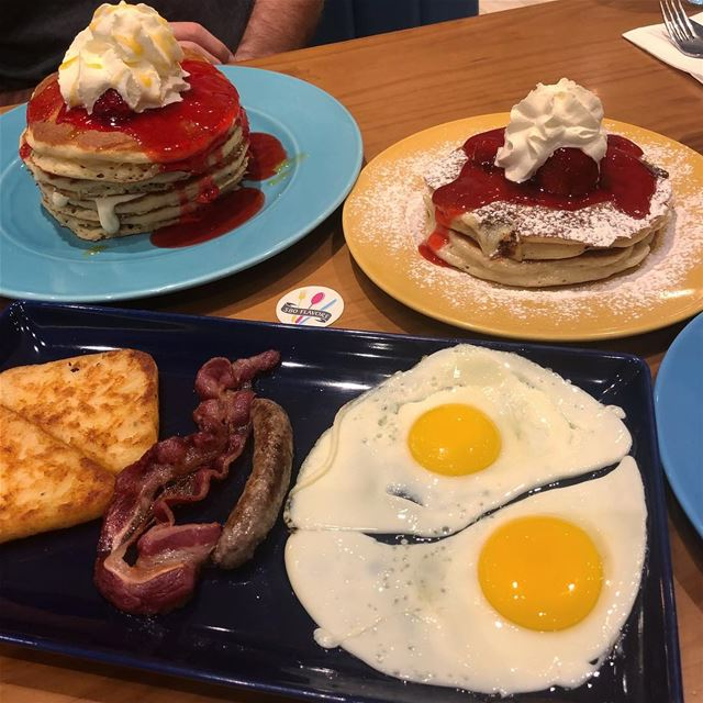 American Breakfast for a change 😍😍 loved their pancakes 🥞 @ihopmiddleeas (The Spot Choueifat)