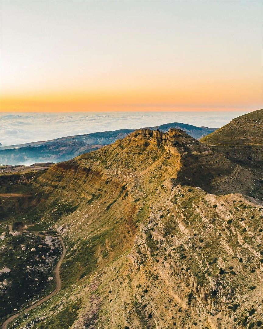 Do you prefer views above or below the clouds ☁️🧐? (Akoura, Mont-Liban, Lebanon)