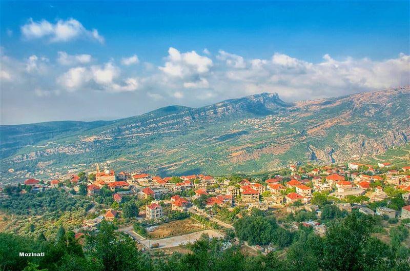 يا مِرسال المراسيل عالضيعة القريبي خدلي بدربك هالمنديل وأعطيه لحبيبي..=== (Douma, Liban-Nord, Lebanon)