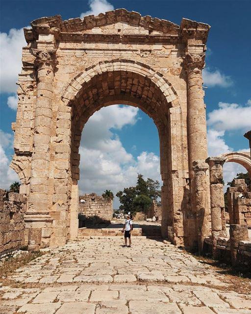 Impressionantes ruínas romanas de Tiro pelas lentes do @kareemnahouli1 🇱🇧 (Tyre, Lebanon)