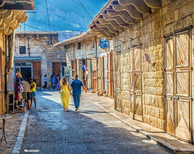 بيقولوا الحب بيقتل الوقتوبيقولوا الوقت بيقتل الحبيا حبيبي تعا تا نروح... (Douma, Liban-Nord, Lebanon)