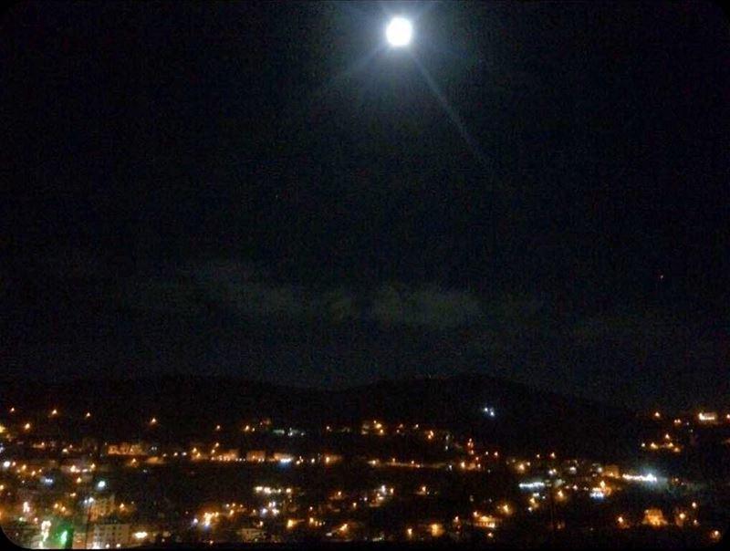 إن لَمْ أكُنْ أنا الشّمس ، ف على الأغلب أنّي القمر ، لأن ضيائي مُحَتّم💁🏻 (Bakhoun, Liban-Nord, Lebanon)