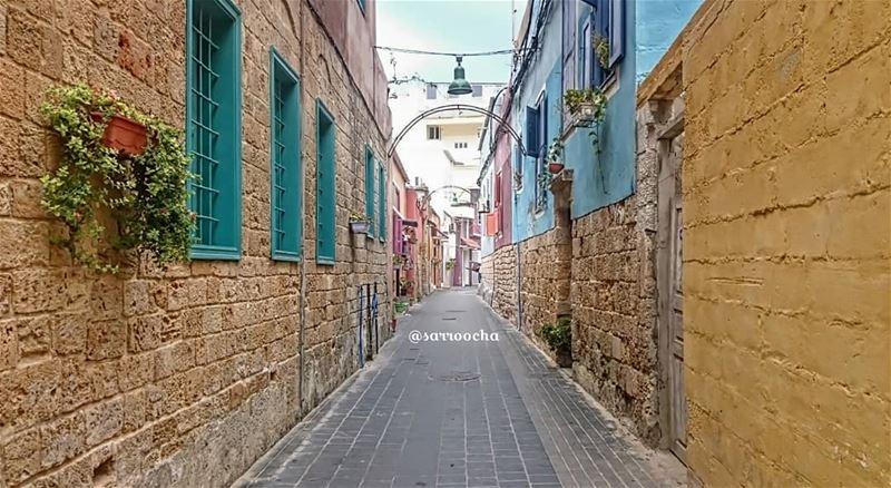 لشوارع مدينتي صور لحنٌ و همس .. لا يسمعهما إلا من عشقها 💞 takenbyme ... (Tyre, Lebanon)