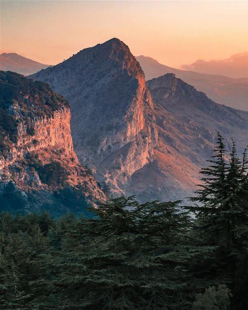Alpes? Himalaia? Não, isso é no Líbano! Foto espetacular tirada pelo... (Arz Tannoûrîne)