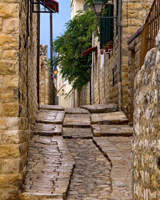 A melhor maneira de desfrutar de Deir El Qamar é através de suas ruas... (Deïr El Qamar, Mont-Liban, Lebanon)