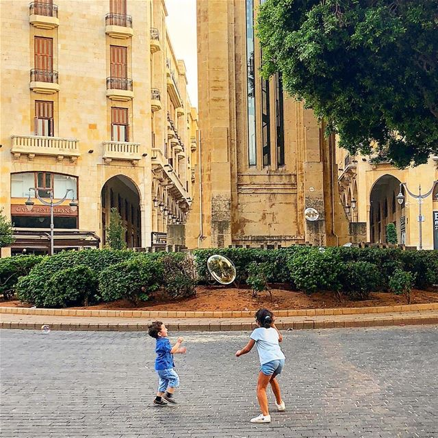 Ephémère::::::::::::::::::::::::::::::::::::::::::::: children  playing ... (Downtown Beirut)
