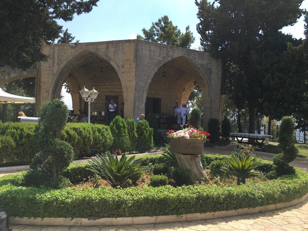 Menchiyyeh Garden 🌸🌳⠀⠀⠀⠀ ⠀⠀⠀⠀⠀⠀⠀⠀⠀⠀⠀⠀⠀⠀⠀⠀⠀⠀⠀⠀⠀⠀⠀⠀⠀⠀⠀⠀⠀⠀⠀⠀ kulturoscope... (Dayr Al Qamar, Mont-Liban, Lebanon)