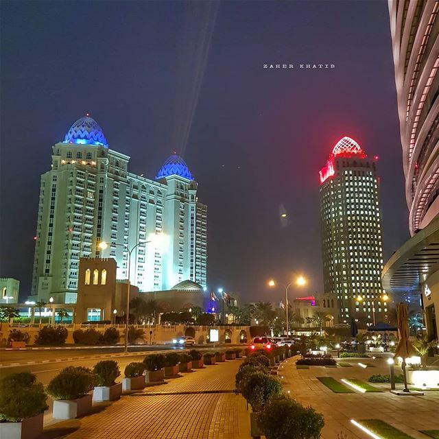 كلّ خوخ الأرض ينمو في جسدو تكون الكلمةو تكون الرغبة المحتدمهسقط الظلّ عل (Doha)