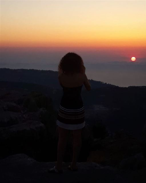 La plus belle des choses ☝🏻🌄 sunset  lebanon  summer  mountains  view ... (Lebanon)