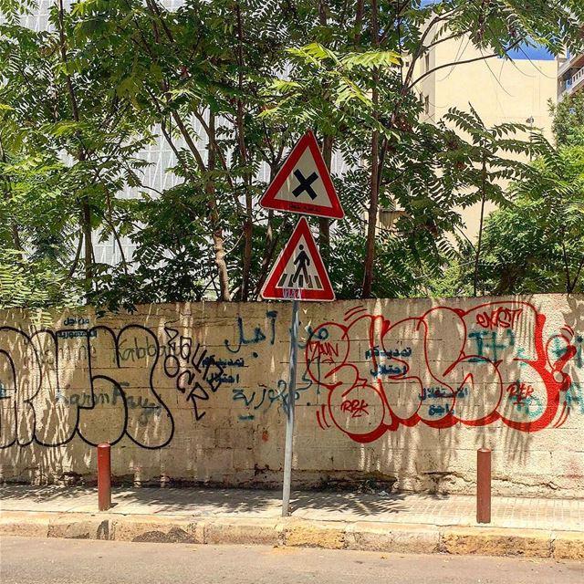 تقاطع خطر! خلّيك ماشي عالزيح و كل شي بكون منيح! اعذر _من _انذر:::::::::: (Beirut, Lebanon)
