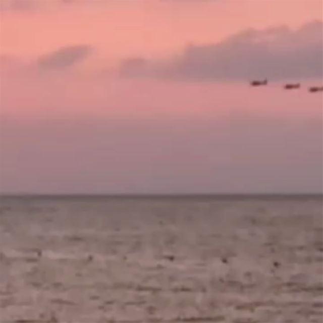 مناورة لطيران الجيش اللبناني على شاطئ تحت الريح في أنفه الكورة.الله يحمي... (Lebanon)