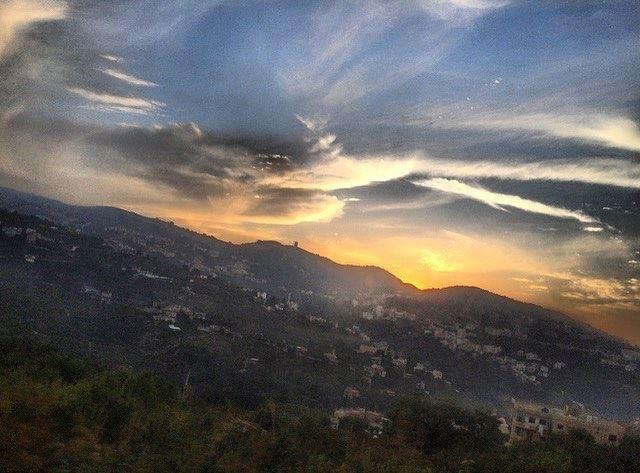 يا بُكرا شو مخبّيلي.. يا إيّامي اضحكيلي..✨💙———————————— Sunset ... (Bakhoun, Liban-Nord, Lebanon)