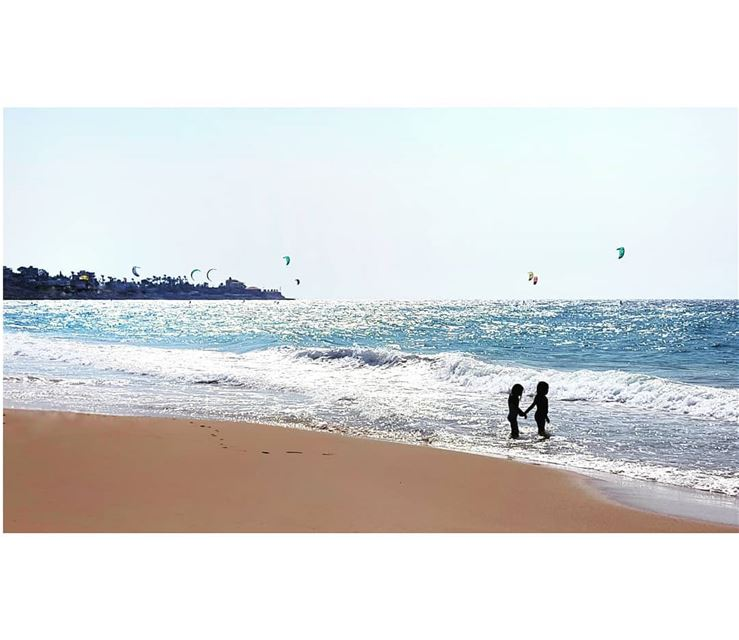 Hand in hand 👭 sisters love beach beachlife weekend summer ...