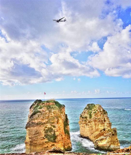 صخرة الروشة هي صخرة عنيدة متربّعة في قلب بحر بيروت، من الجهة الغربية، لم يم (Beirut- Al Rawsheh)