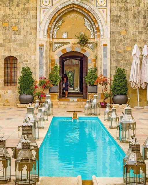 Hora de marcar! Com quem você gostaria de passar uma semana no Líbano e... (Mir Amin Palace Hotel)