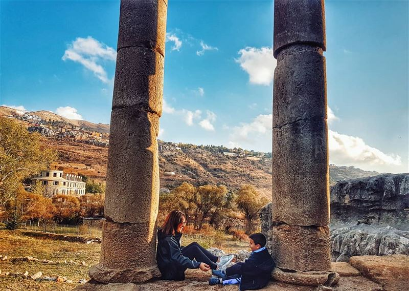 The real meaning of qualitytime 👫 octobervibes autumncolors........ (Ruins Faqra Kfardebian)