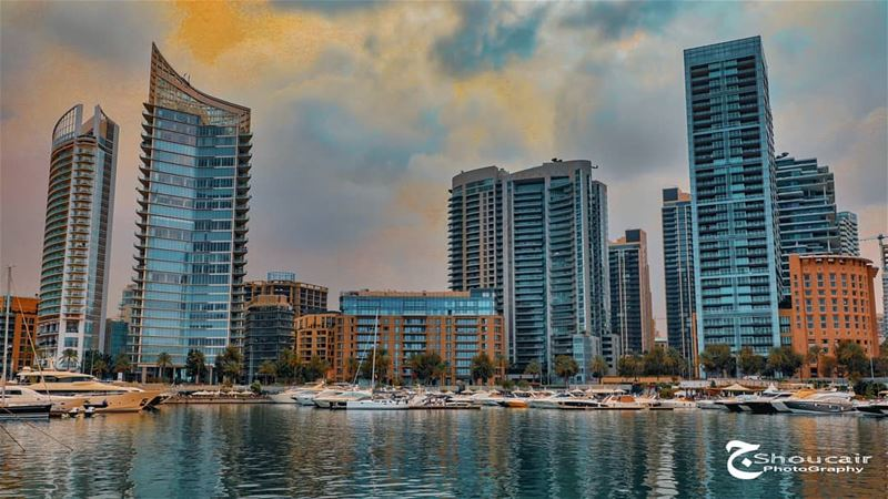 A cloudy autumn afternoon in our Beloved Beirut______🔴⚪⚪🌲⚪⚪🔴_______... (Zaitunay Bay)
