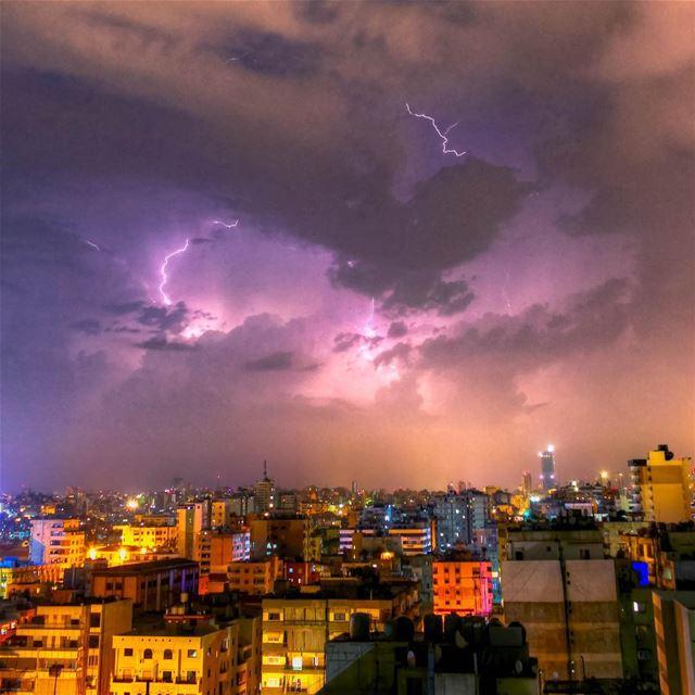 Beirut lighting storm aboutlastnight beautiful lebanon super_lebanon... (Beirut, Lebanon)