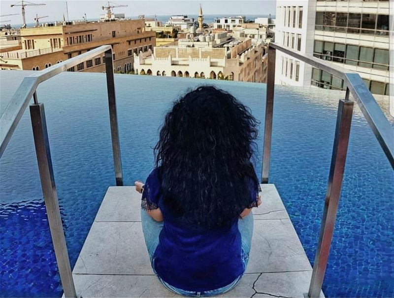 In blues... 💙 Если бы Золушка была ливанкой, то сказка обрела бы иной сцен (Le Gray, Beirut)