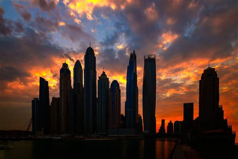 Sunrise mood..... dubai mydubai picsdubai dubaimall dubaipics ... (Dubai, United Arab Emirates)