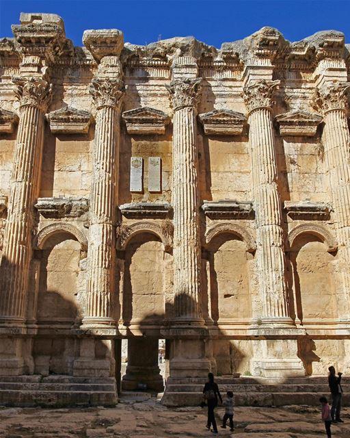 Uma diferente (e incrível) perspectiva de um dos nossos monumentos... (Baalbeck, Béqaa, Lebanon)