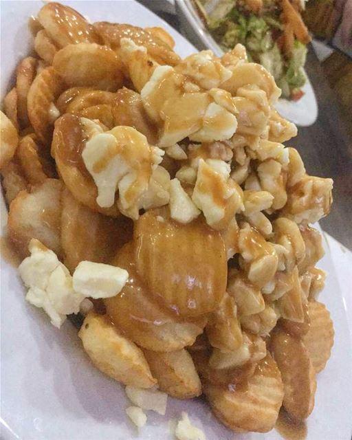 La poutine est un mets de cuisine québécoise composé, dans sa forme... (Montreal, Quebec)