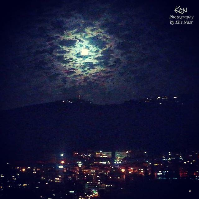 ...عندما يولد في الشرق القمر.. فالسطوح البيض تغفو تحت أكداس الزهر.. يترك... (Fanar, Mont-Liban, Lebanon)