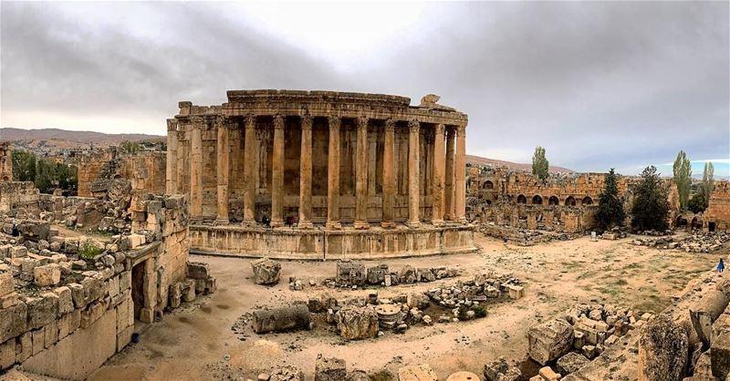 🇱🇧 natureoftheplanet1 lebanoninapicture yourlifeoutdoors ... (Baalbek , Roman Temple , Lebanon)