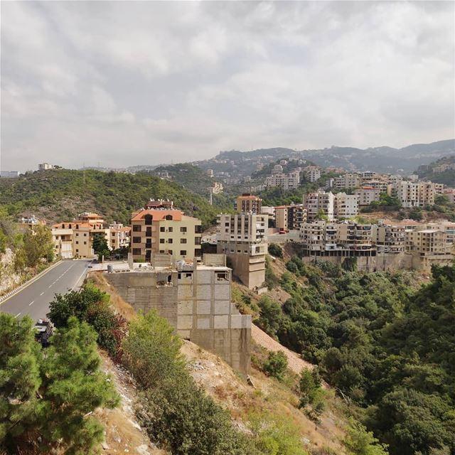 Pretty suburb... (Bchamoun, Mont-Liban, Lebanon)