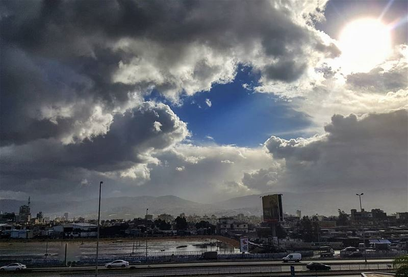 clouds afterthestorm lebanoninapicture ptk_lebanon livelovebeirut ... (Beirut, Lebanon)
