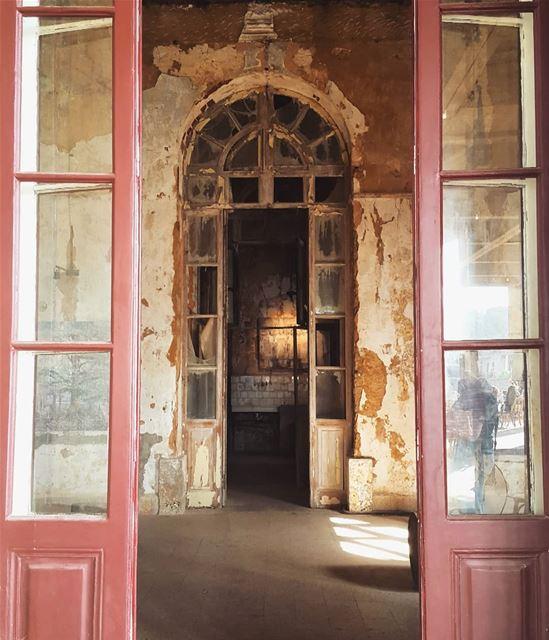 Doors to history! doors doorsofinstagram lebanonhouses history ... (Sawfar, Mont-Liban, Lebanon)