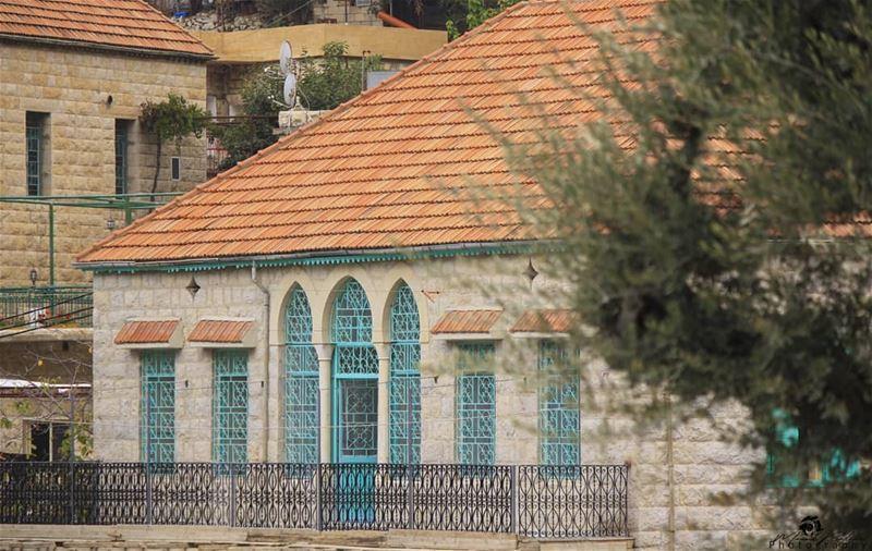 The splendid house 🍂🏡• • • chouf shoufreserve lebanon beirut ... (Maasser Ech Chouf, Béqaa, Lebanon)