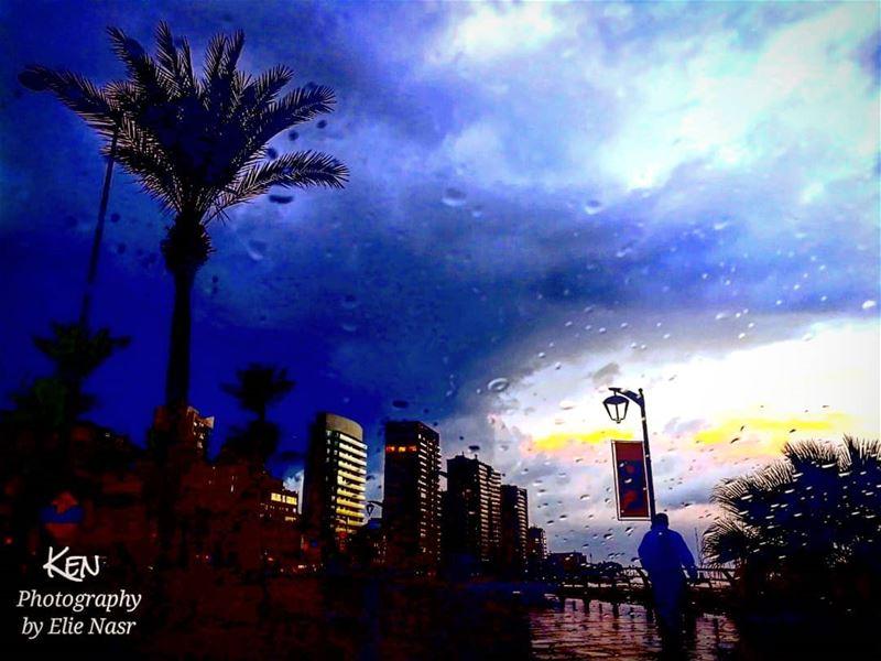 ...مرقت الغريبة عطيتني رسالة كتبها حبيبي بالدمع الحزين فتحت الرسالة حروف (Downtown Beirut)