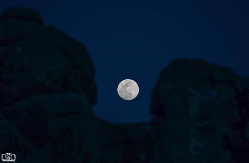 Moon rise moon moonrise fullmoon lebanon southlebanon kfarhouna ...