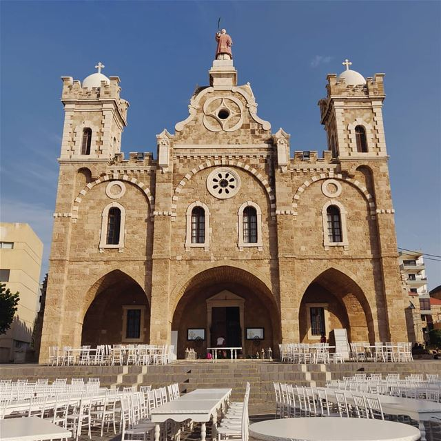 It's wedding time. 💒💐 (Eglise St. Estephan Batroun)