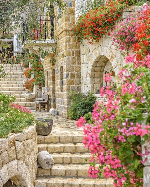 Primavera, verão, outono ou inverno. O Líbano sempre sabe como nos... (Lebanon)