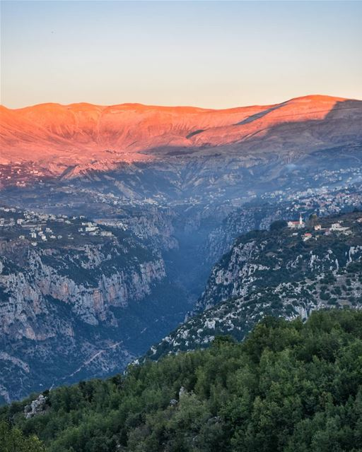 Last moments of light - The Holy valley of Kannoubine at Sunset - 28/10/201 (Ouâdi Qannoûbîne, Liban-Nord, Lebanon)