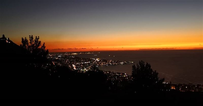 lebanon beirut livelovebeirut view sunset night dark sea sky color lights... (Chnanhaïr, Mont-Liban, Lebanon)