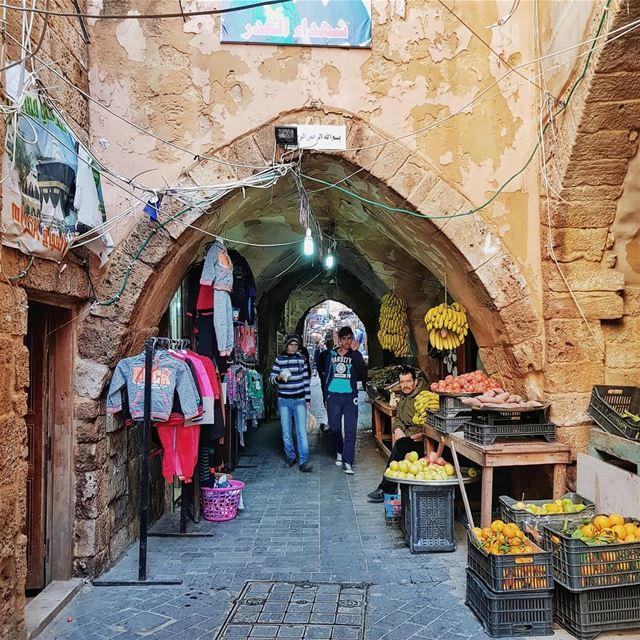 Getting lost on the streets of Saida's old souk 🍌⠀⠀Символ арабского детс (Saïda, Al Janub, Lebanon)