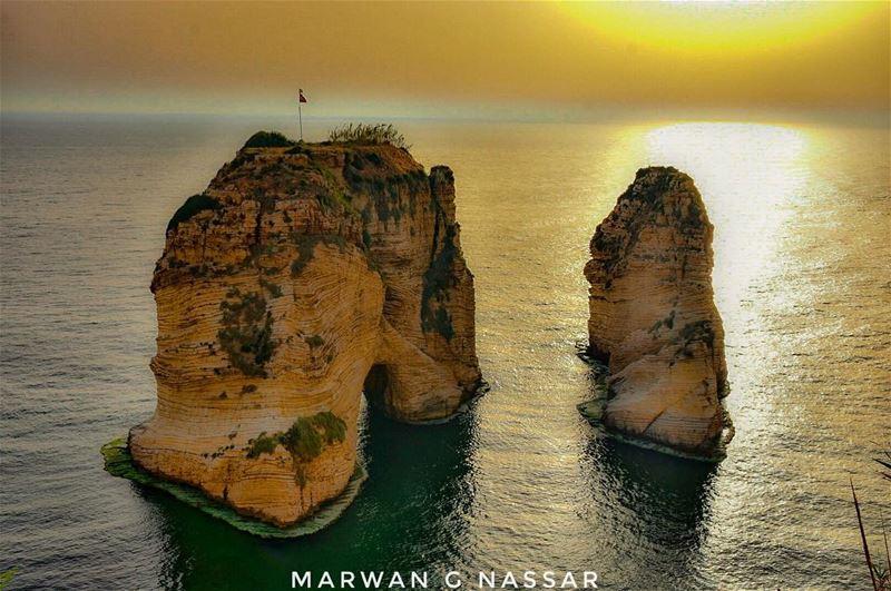 Beyrouth, ton chant plein de douceur S'étire à l'infini Beyrouth, et... (Beirut, Lebanon)