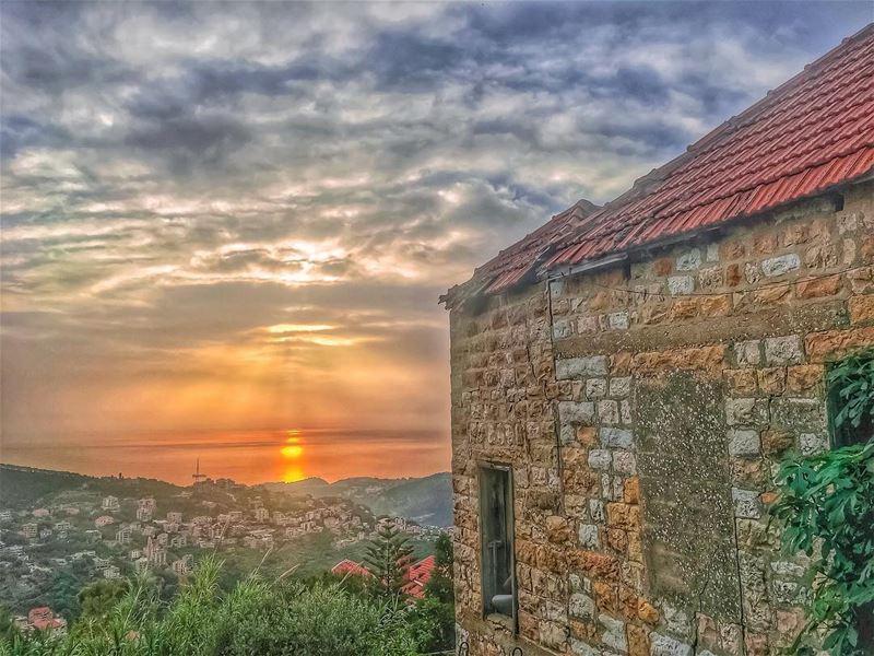 ✨𝑷𝒆𝒂𝒄𝒆 𝑰𝒔 𝑺𝒆𝒆𝒊𝒏𝒈 𝑨 𝑺𝒖𝒏𝒔𝒆𝒕 & 𝑲𝒏𝒐𝒘𝒊𝒏𝒈 𝑾𝒉𝒐 𝑻𝒐 (Beït Chabâb, Mont-Liban, Lebanon)