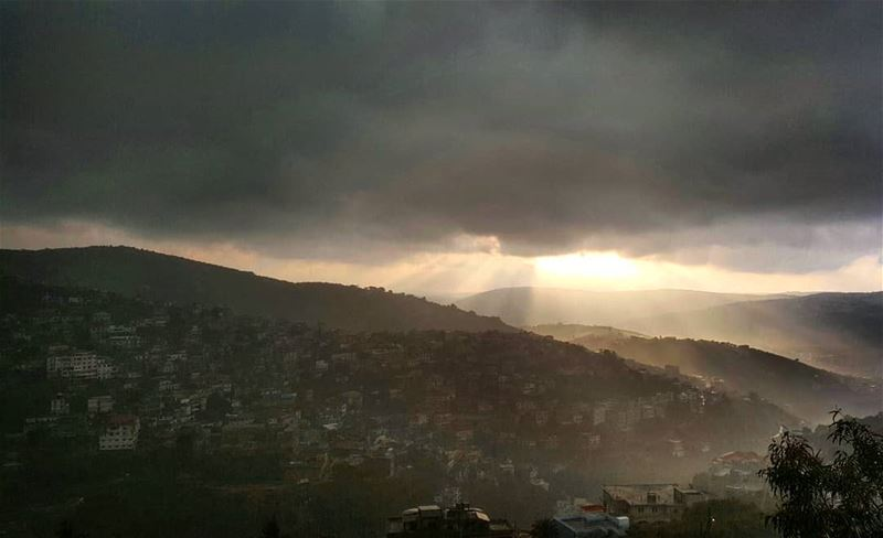 rainyday  clouds  bestseasonever  iloverain  instalike  livelovehasbaya❤️� (Hasbayya, Al Janub, Lebanon)