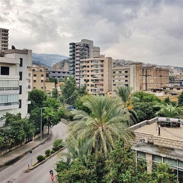 Давайте разберемся с постом от анонима. Он вон там, под бирюзовым Средиземн (Beirut, Lebanon)