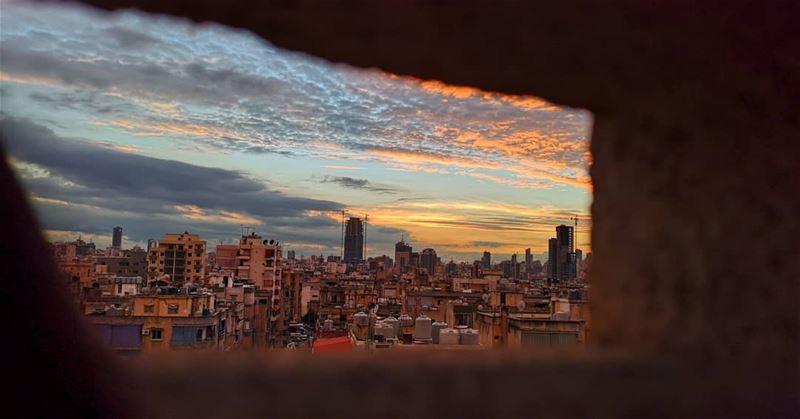 وأحب ترجمة النوافذ للمشاعر , أحب ذاك الغموض الذي يطوي ستائرها,وذاك الوضوح... (Baouchrîye, Mont-Liban, Lebanon)