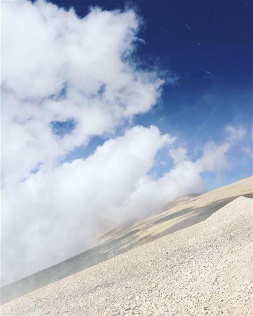 qadishavalley clouds goingup qurnatassawda qurnatalsawda lebanon ... (Kadisha Valley)