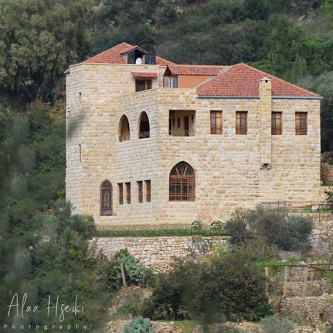 أجمل من الأحلام... 🏡... Hseiki Lebanon beirut nature photography ... (Al Basatin, Mont-Liban, Lebanon)