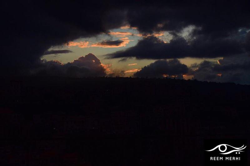 اني فتاة حالمة،،تنظر من خلال السحب السوداء و تبصر النور،اني فتاة حالمة،ا (Baqâata, Mont-Liban, Lebanon)
