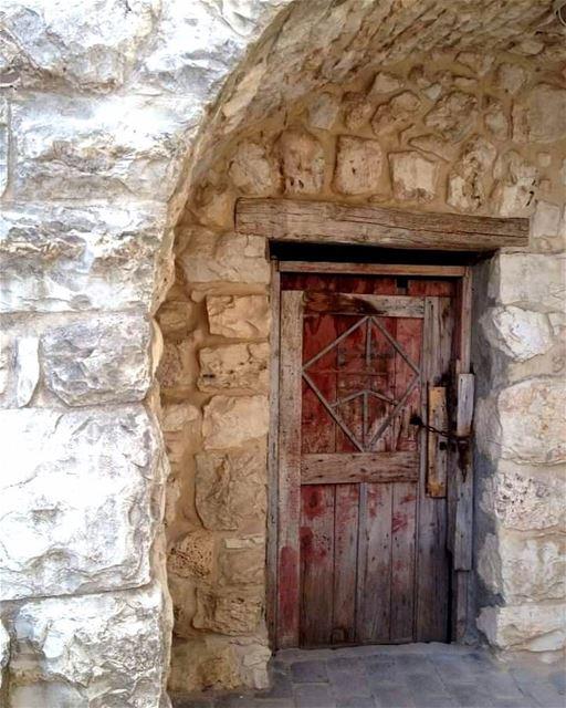 nostalgia olddoor abandonned village lebanonhomes ... (Lebanon)