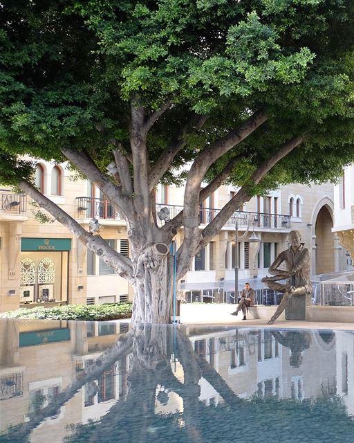 Esta arborizada praça foi nomeada em homenagem ao conhecido professor e... (Downtown Beirut)